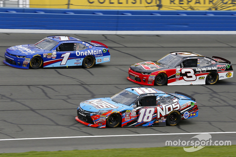Kyle Busch, Joe Gibbs Racing Toyota, Ty Dillon, Richard Childress Racing Chevrolet and Elliott Sadler, JR Motorsports Chevrolet