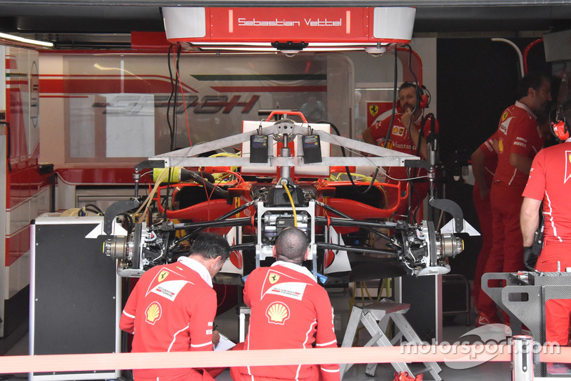 Ferrari sf70h nel garage a gp del belgio formula 1 foto for Garage renault poperinge belgique