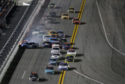Kyle Larson, Chip Ganassi Racing Chevrolet, crash