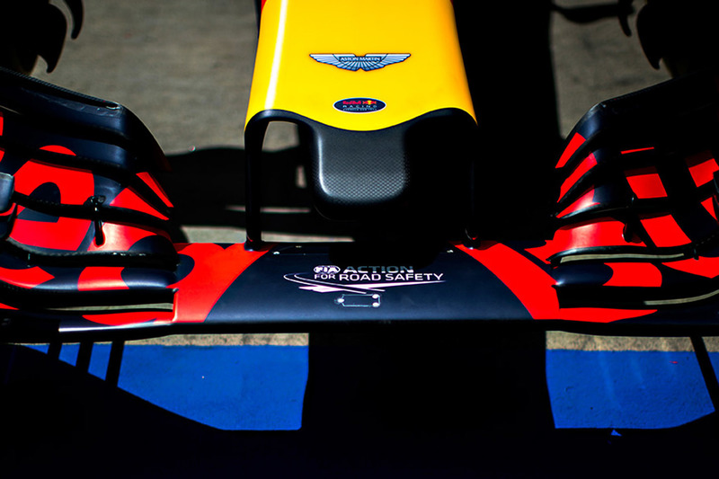 Logo von Aston Martin am Red Bull Racing RB12