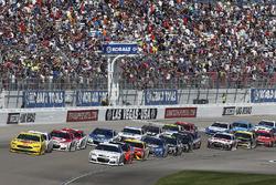 Joey Logano, Team Penske Ford, Jamie McMurray, Chip Ganassi Racing Chevrolet