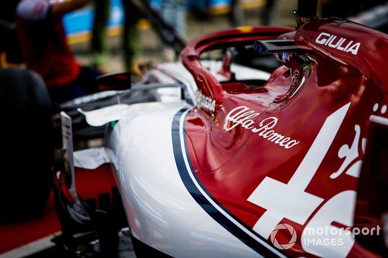 Una Alfa Romeo Racing C38, nel garage