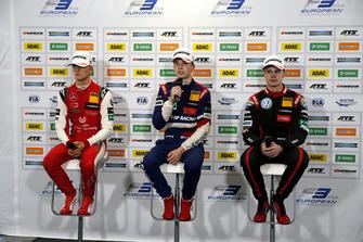Conferenza stampa, Mick Schumacher, PREMA Theodore Racing Dallara F317 - Mercedes-Benz, Robert Shwartzman, PREMA Theodore Racing Dallara F317 - Mercedes-Benz, Jonathan Aberdein, Motopark Dallara F317 - Volkswagen