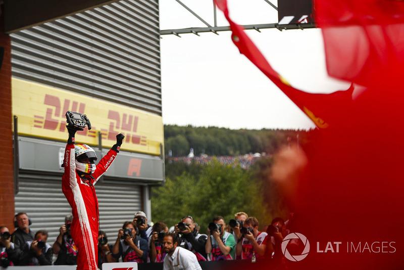 Sebastian Vettel, Ferrari, celebra la victoria en el parque cerrado