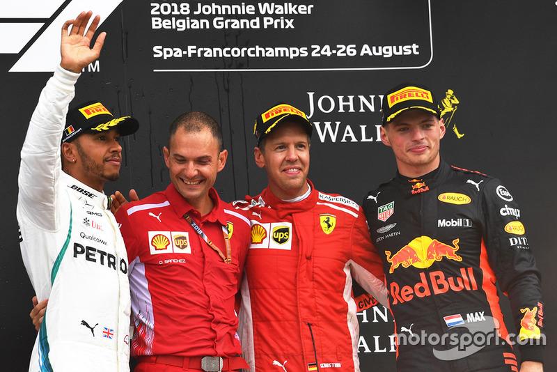 Podio: ganador de la carrera Sebastian Vettel, Ferrari, segundo lugar Lewis Hamilton, Mercedes AMG F1, tercer lugar Max Verstappen, Red Bull Racing