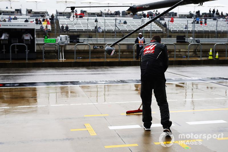 Механик Haas F1