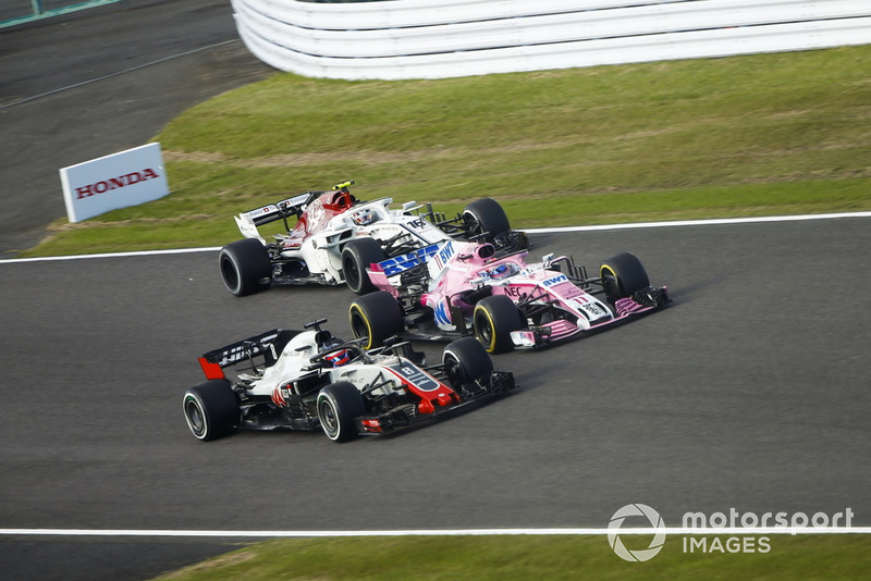 Romain Grosjean, Haas F1 Team VF-18, bataille avec Sergio Perez, Racing Point Force India VJM11 et Charles Leclerc, Sauber C37
