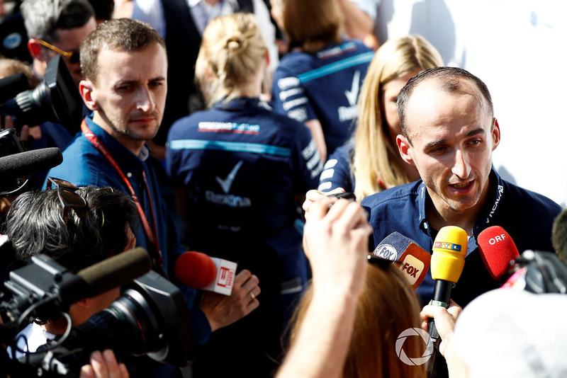 Robert Kubica, Williams Racing, habla con la prensa