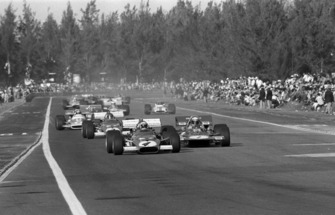 Clay Regazzoni, Ferrari 312B, lídera a Jackie Stewart, Tyrrell 001, Jacky Ickx, Ferrari 312B