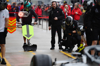 Mercedes AMG F1 practice pit stop