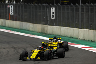 Carlos Sainz Jr., Renault Sport F1 Team R.S. 18, leads Nico Hulkenberg, Renault Sport F1 Team R.S. 18