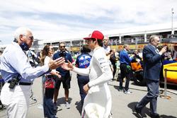 Lance Stroll, Williams Racing, salue son père Lawrence sur la grille