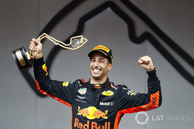 Race winner Daniel Ricciardo, Red Bull Racing, sprays Champagne on the podium