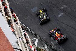 Carlos Sainz Jr., Renault Sport F1 Team R.S. 18 and Max Verstappen, Red Bull Racing RB14