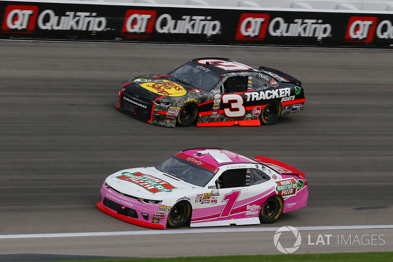 Elliott Sadler, JR Motorsports Chevrolet and Ty Dillon, Richard Childress Racing Chevrolet