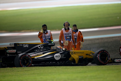 Carlos Sainz Jr., Renault F1 Team RS17, retires