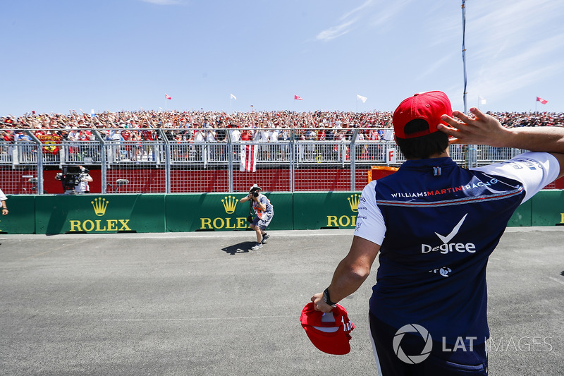 Lance Stroll, Williams Racing, throws hats into a crowd of fans