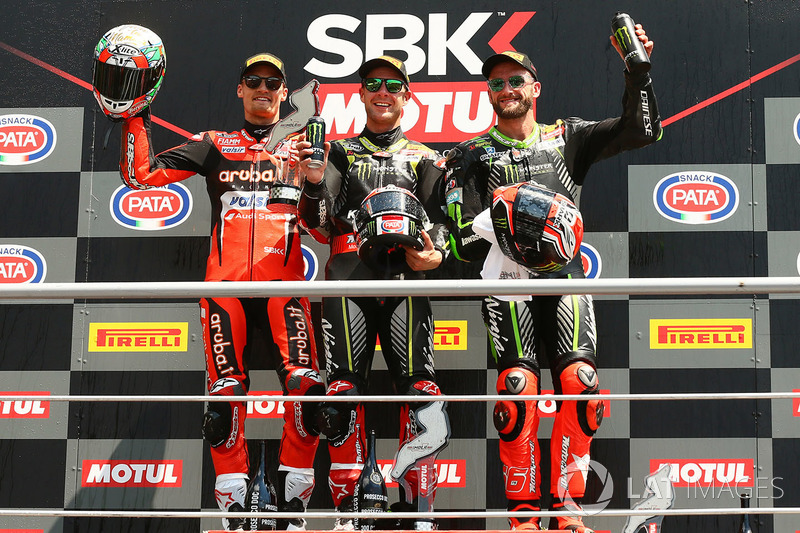 Podio: il vincitore della gara Jonathan Rea, Kawasaki Racing, il secondo classificato Chaz Davies, Aruba.it Racing-Ducati SBK Team, il terzo classificato Tom Sykes, Kawasaki Racing