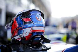 Helm van Sacha Fenestraz, Carlin, Dallara Volkswagen