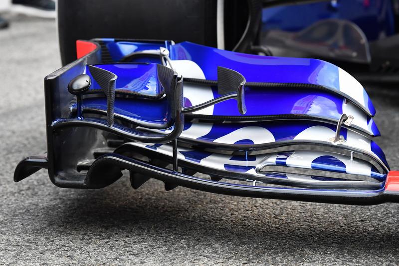Переднее антикрыло Scuderia Toro Rosso STR13