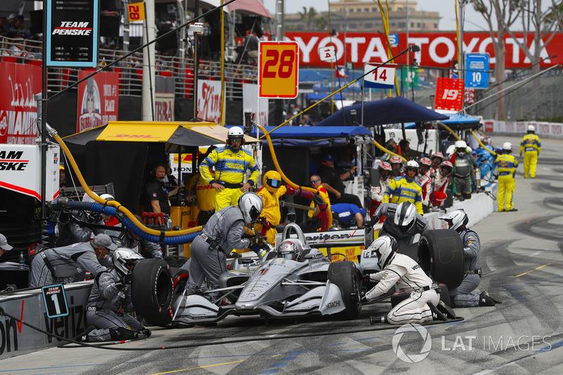 Josef Newgarden, Team Penske Chevrolet, au stand