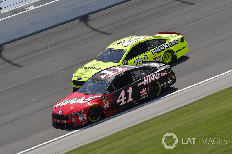 Kurt Busch, Stewart-Haas Racing, Ford Fusion Haas Automation, Paul Menard, Wood Brothers Racing, Ford Fusion Menards / Sylvania