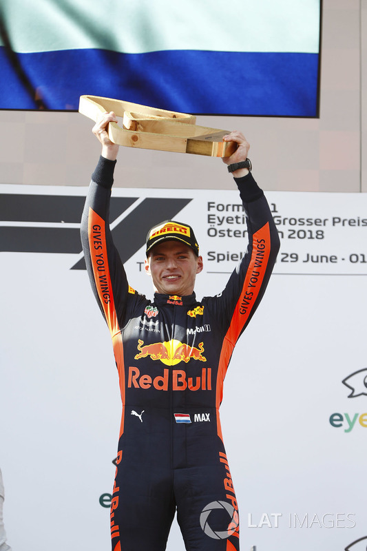 Podium: Max Verstappen, Red Bull Racing, holds his victor's trophy