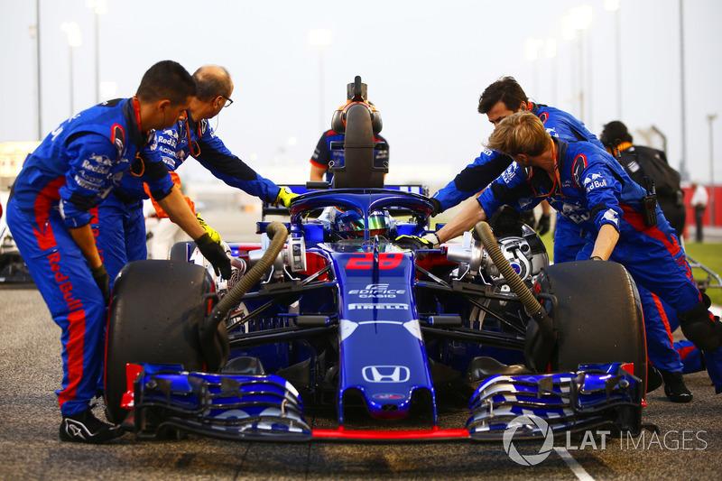 Brendon Hartley, Toro Rosso STR13 Honda, on the grid