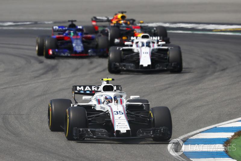 Sergey Sirotkin, Williams FW41, precede Lance Stroll, Williams FW41