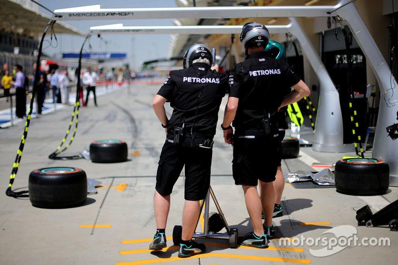 Mercedes AMG F1 Team mechanics