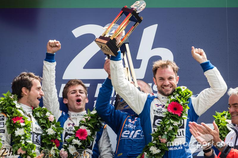 LMP2 Podio: ganadores de clase #36 Signatech Alpine A460: Gustavo Menezes, Nicolas Lapierre, Stéphane Richelmi
