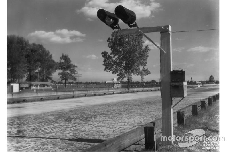 1935: Gelblichter an der Strecke