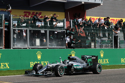 Race winner Nico Rosberg, Mercedes AMG F1 W07 Hybrid celebrates as he passes the team at the end of