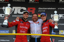 Il vincitore Pepe Oriola, SEAT Leon, Craft Bamboo Racing LUKOIL, il terzo classificato James Nash, S