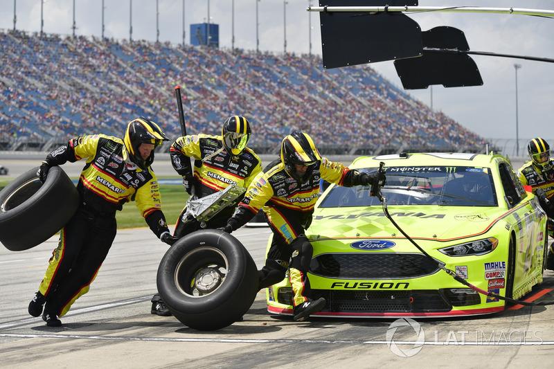 Paul Menard, Wood Brothers Racing, Ford Fusion Menards / Sylvania makes a pit stop