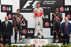 Podio: il vincitore della gara Jenson Button, McLaren, il secondo classificato Sebastian Vettel, Red Bull Racing, il terzo classificato Mark Webber, Red Bull Racing