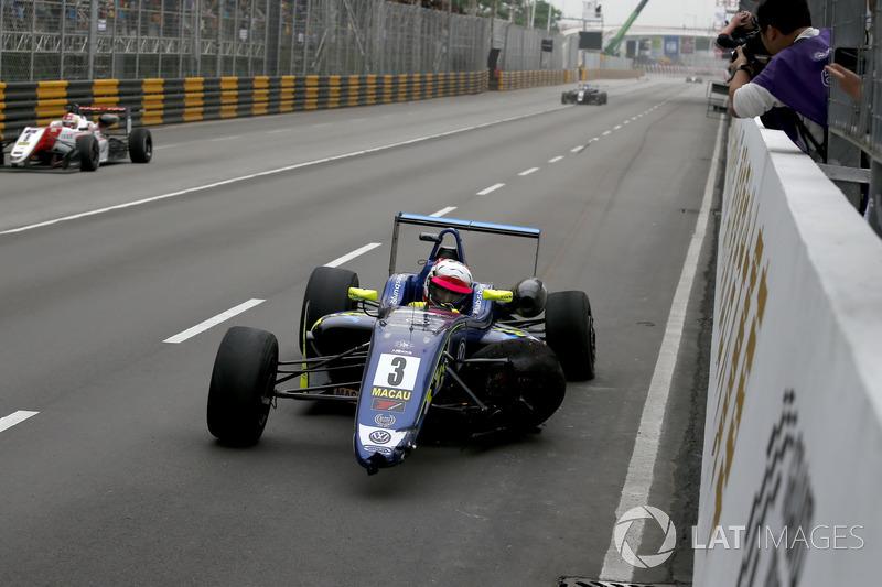 Фердинанд Габсбург, Carlin, Dallara Volkswagen, після аварії в останньому повороті
