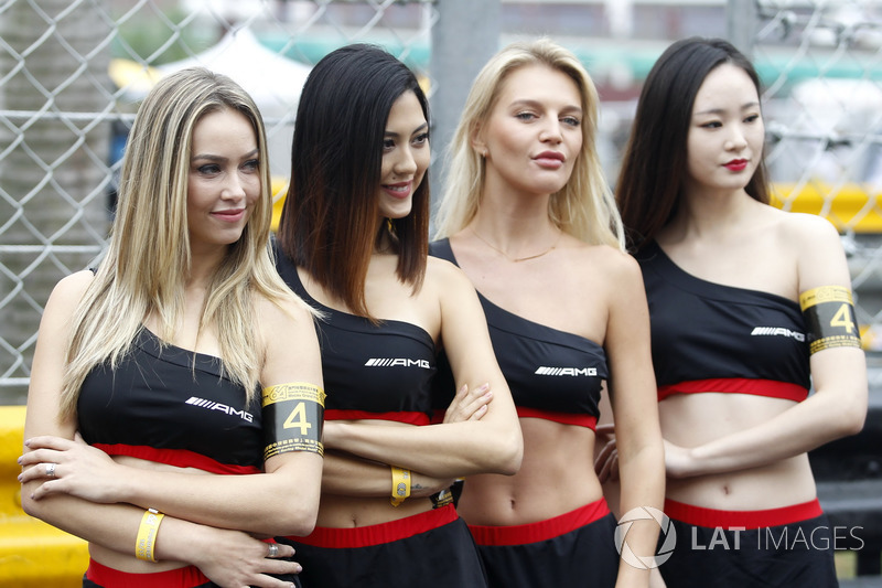 Grid girls AMG