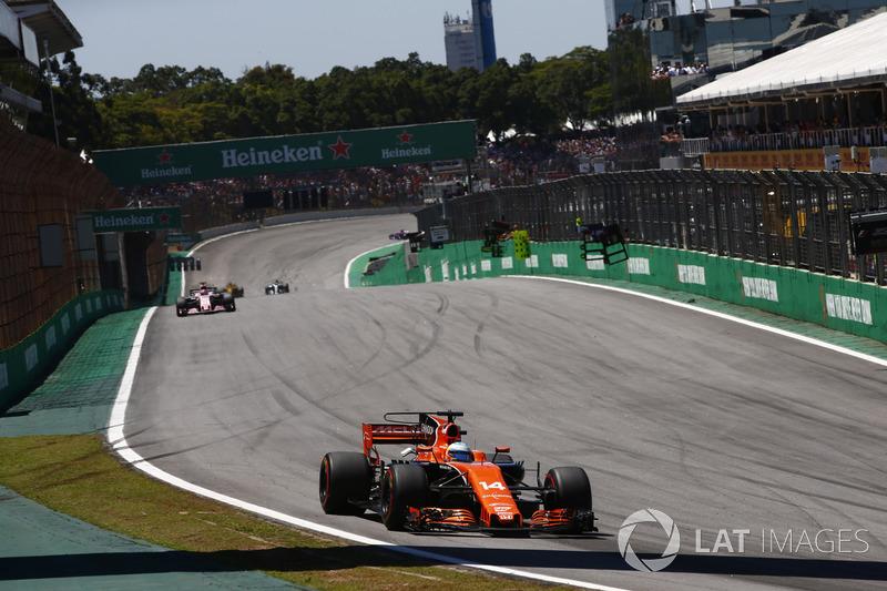 Fernando Alonso, McLaren MCL32, Sergio Perez, Sahara Force India F1 VJM10