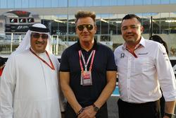 Шейх Мохаммед бин Исса Аль-Халифа, шеф-повар Гордон Рамзи и гоночный директор McLaren Эрик Булье