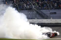 Le vainqueur Austin Dillon, Richard Childress Racing Chevrolet Camaro