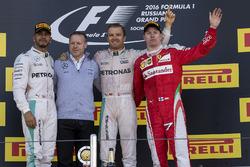 Podio: segundo lugar Lewis Hamilton, Mercedes AMG F1, ganador de la carrera Nico Rosberg, Mercedes AMG F1 y tercer lugar Kimi Raikkonen, Ferrari