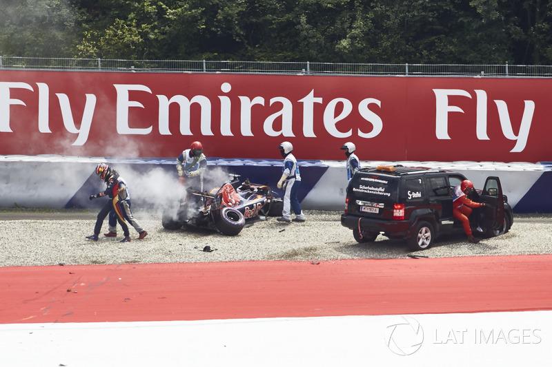 Daniil Kvyat, Scuderia Toro Rosso después del choque