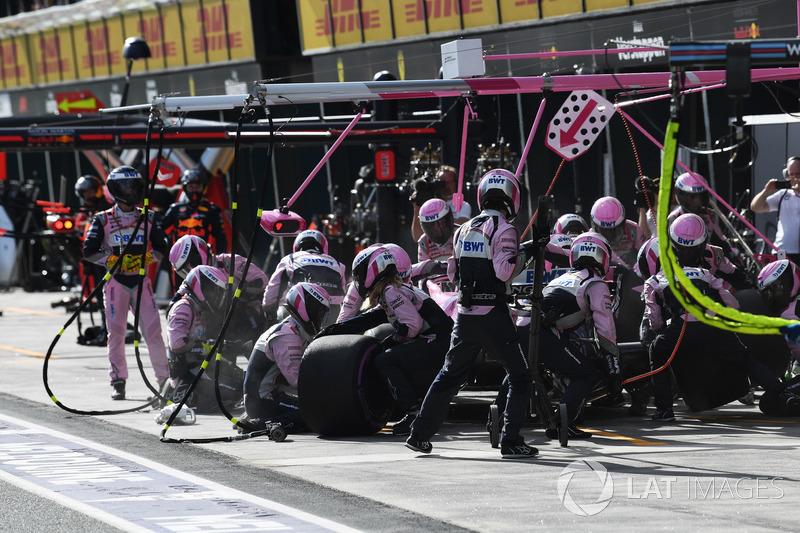 Sergio Perez, Force India VJM11 pit stop