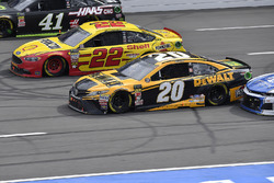 Erik Jones, Joe Gibbs Racing, Toyota Camry DeWalt, Joey Logano, Team Penske, Ford Fusion Shell Pennzoil