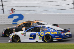 Chase Elliott, Hendrick Motorsports, Chevrolet Camaro NAPA Auto Parts e Jamie McMurray, Chip Ganassi Racing, Chevrolet Camaro GEARWRENCH