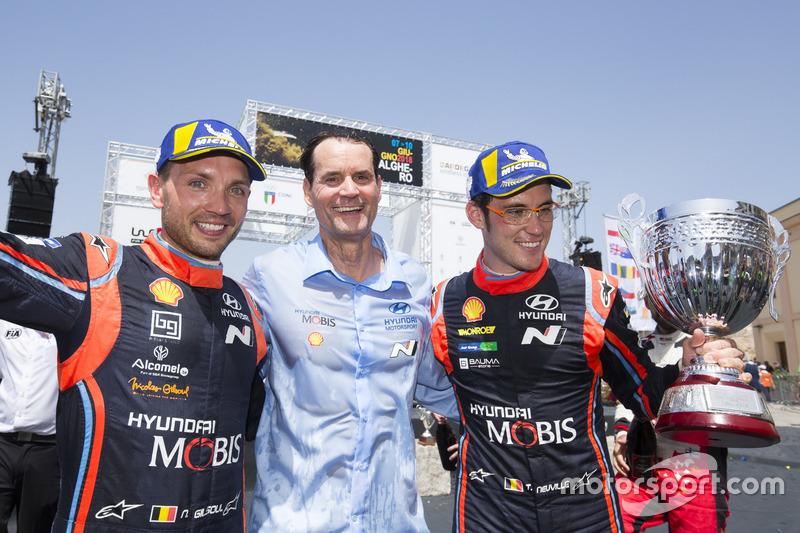 Podio: los ganadores Thierry Neuville, Nicolas Gilsoul, Hyundai Motorsport Hyundai i20 Coupe WRC