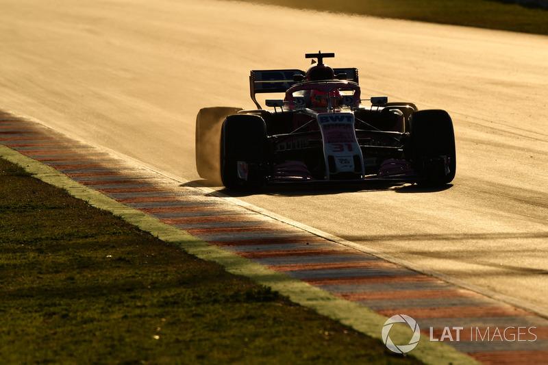 Esteban Ocon, Force India VJM11 locks up