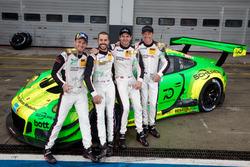 I vincitori #912 Manthey Racing Porsche 911 GT3 R: Richard Lietz, Patrick Pilet, Frédéric Makowiecki, Nick Tandy