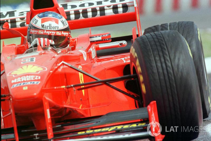 2: Michael Schumacher: 237 grandes premios (el 77,20% de los disputados)